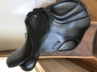 "17"" Albion Ultima K2 jumping saddle, black"