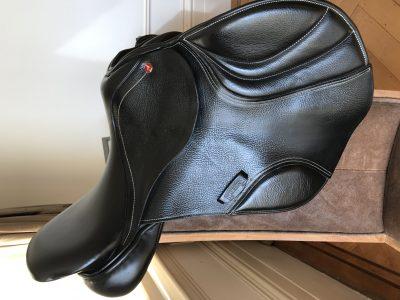 "17"" Albion Ultima K2 jumping saddle, black"